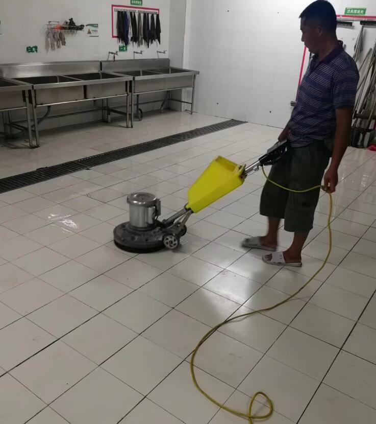 食堂地面防滑处理 地面防滑瓷砖防滑